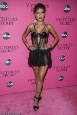 Halsey SLAMS Victoria's Secret Show following transphobic comments