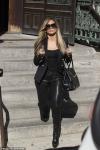 Jennifer Lopez defiantly flips the bird while filming courthouse scene