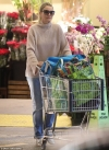 Cameron Diaz recycles outfit as she cozies up in chunky sweater